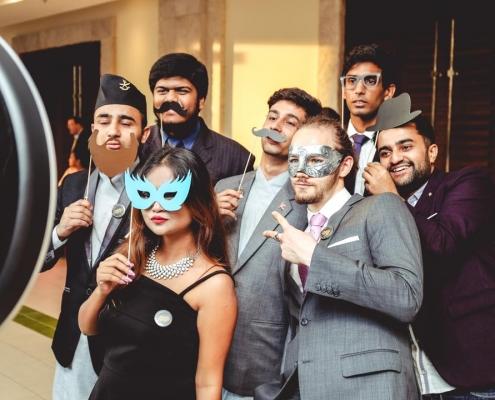 Webster University Thailand studerende maskebal